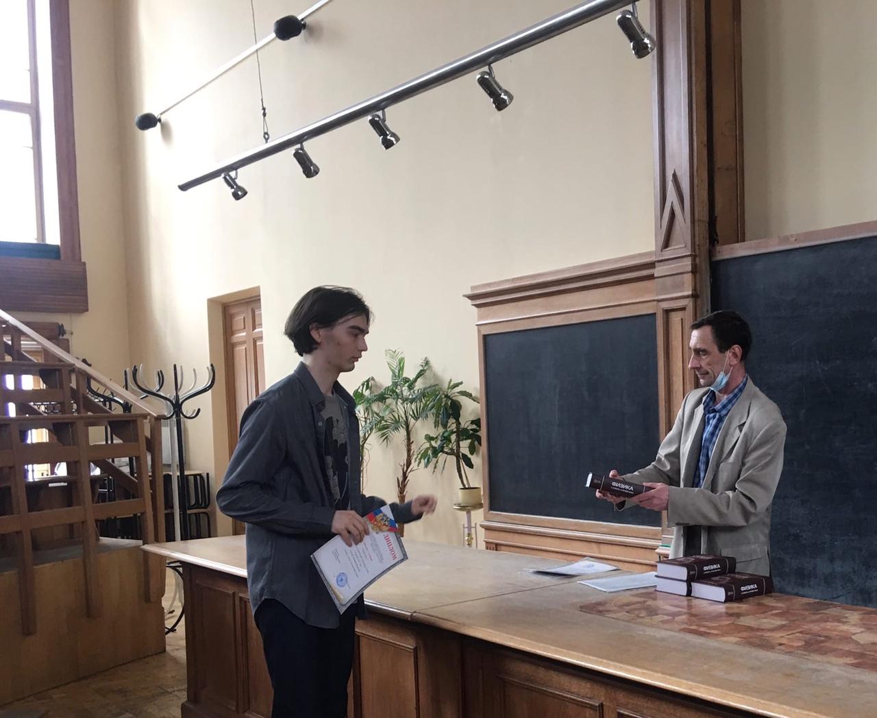 Сукнев Дмитрий Игоревич. VI-я Политехническая Олимпиада по физике, первое место