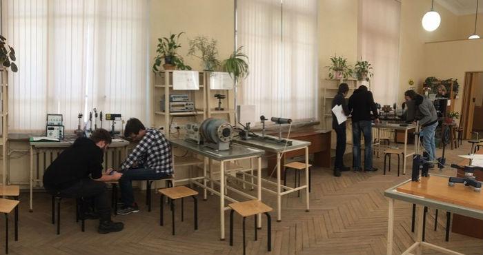 Дополнительные занятия в учебной лаборатории физики 2, 9, 15, 23 июня 2021г.